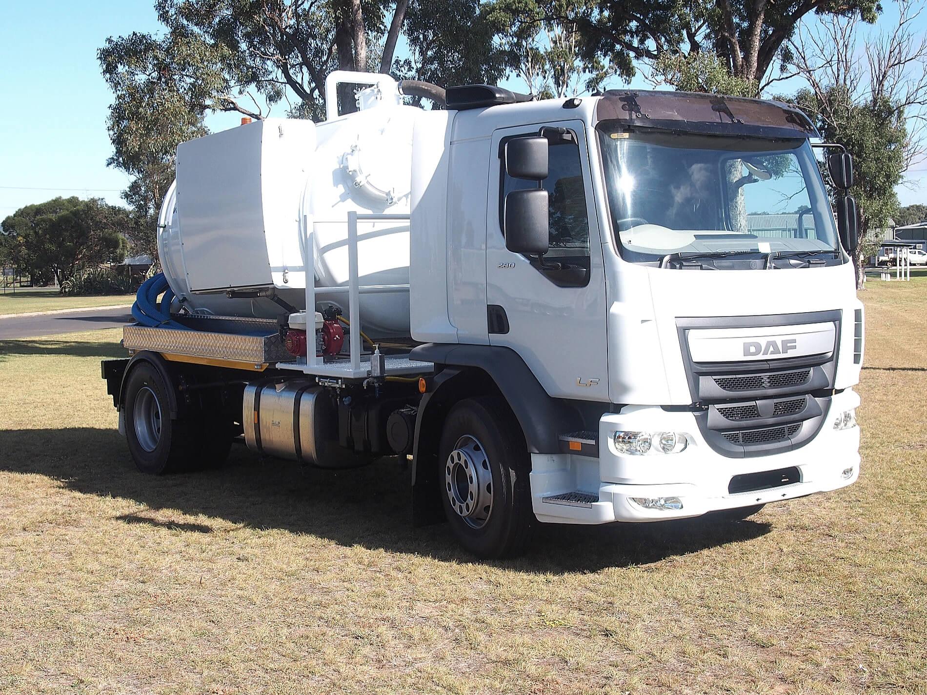 Liquid Vacuum Truck3