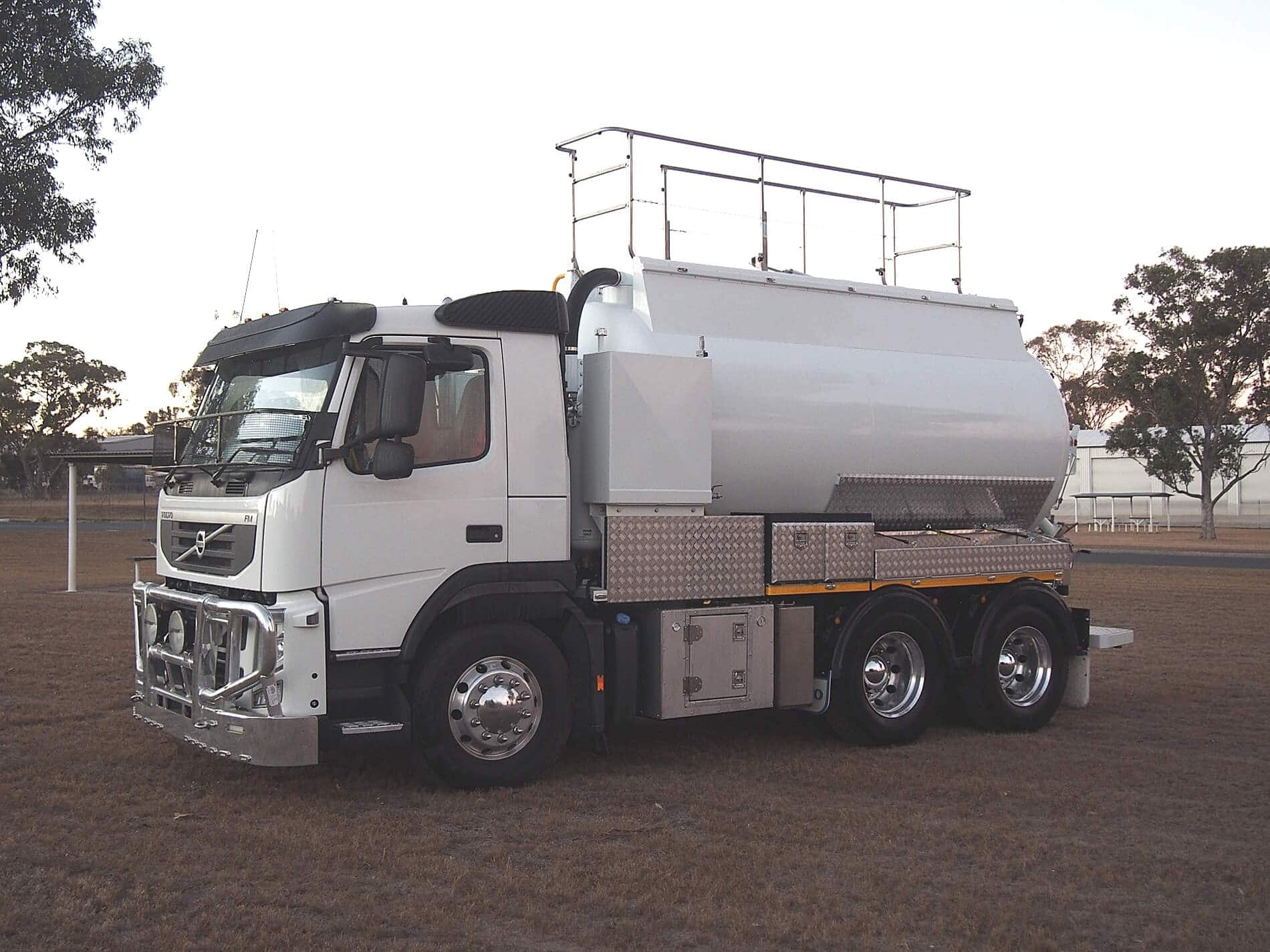 Liquid Vacuum Truck4