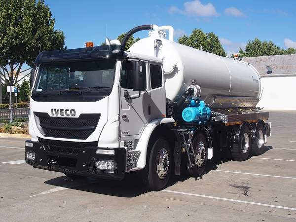 Liquid vacuum truck for sale